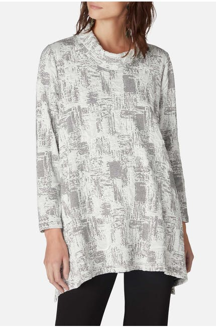 Photo of Tila Kobe Tunic